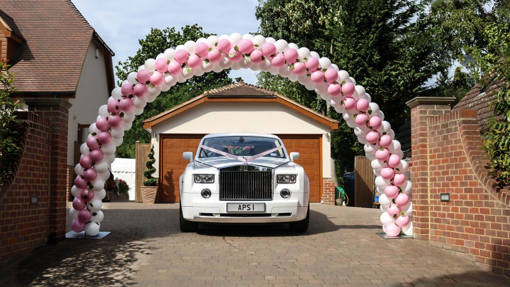 Wedding balloon arch
