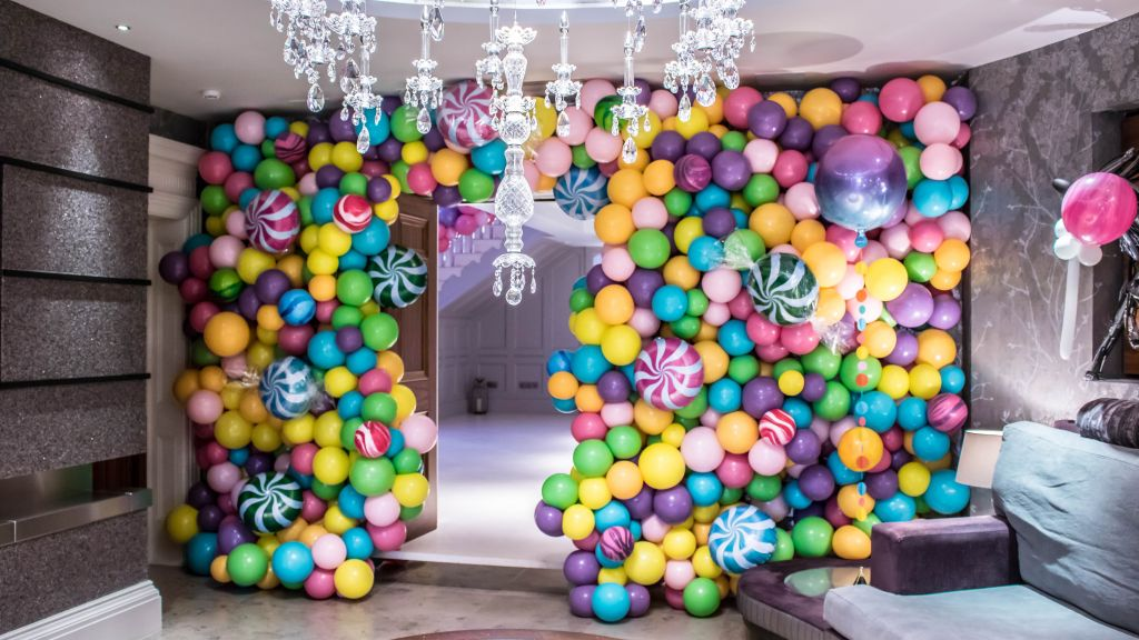 wiily wonker balloon wall