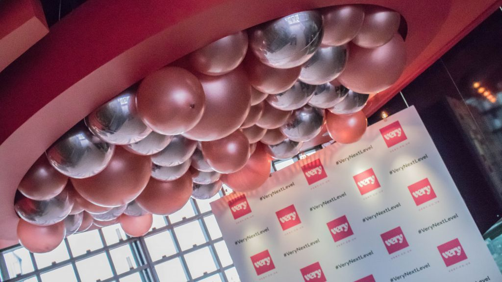 Balloon ceiling