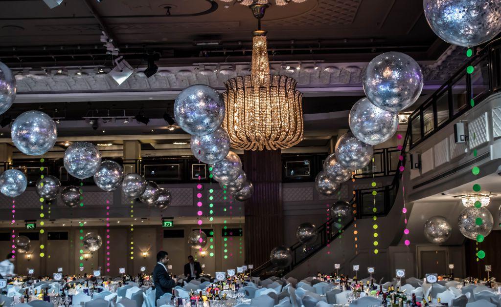 giant confetti balloons